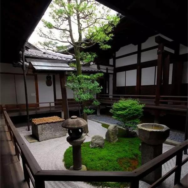 方形南向小庭院,日式禅院枯山水景观